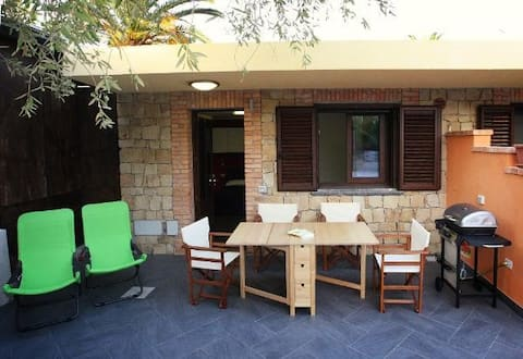 5 studios in small residence at a 5 minutes walk from the beach.
