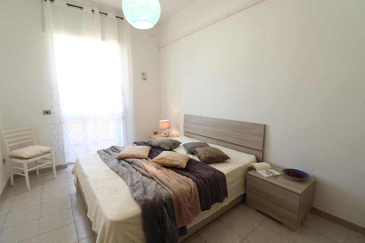 Holiday Apartment with Wi-Fi Air Conditioning & Balcony; Garage Available, Pets Allowed