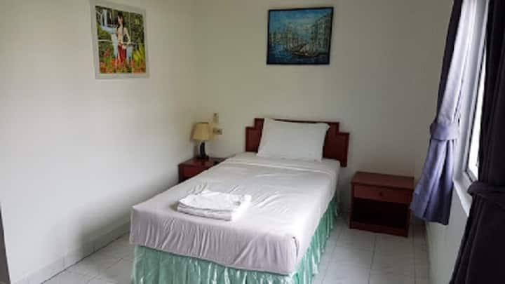 Welcome Inn Hotel @ Karon Beach. Single room from only 500 Baht