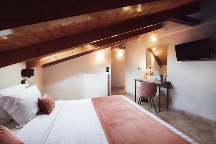 Junior Attic- Akti Hotel Ioannina
