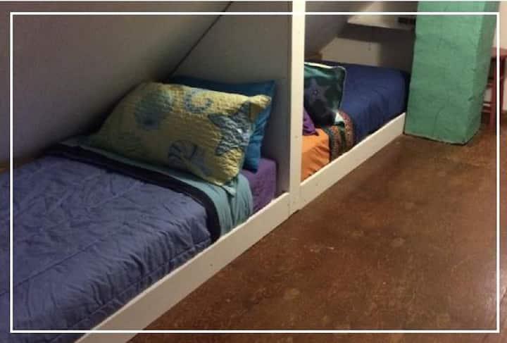 Cozy Hostel Loft bed #1 with Free Breakfast