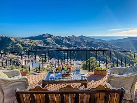 Madre Tierra Villa. Pool, jacuzzi amd great views. Great for families