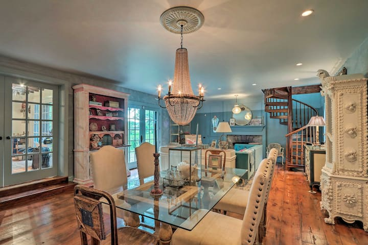 Stunning Home by the Delaware River w/ Hot Tub!