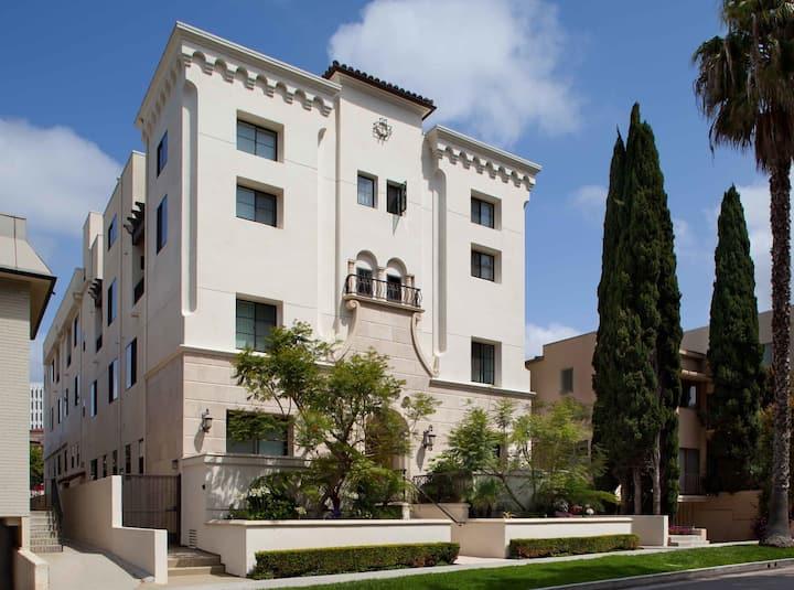 Brand New Brentwood Studio Suite near UCLA & Santa Monica-  by MySuite May9C