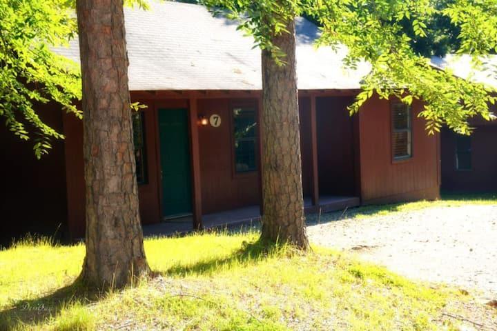 Woodland Cabin near Boat Ramp