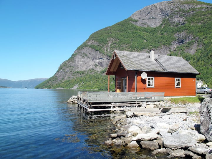 Fuglsetfjorden (FJS229) for 8 persons.