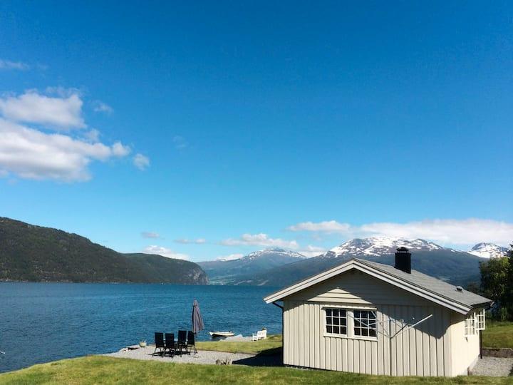 Nordfjordpanorama (FJS324) for 4 persons.