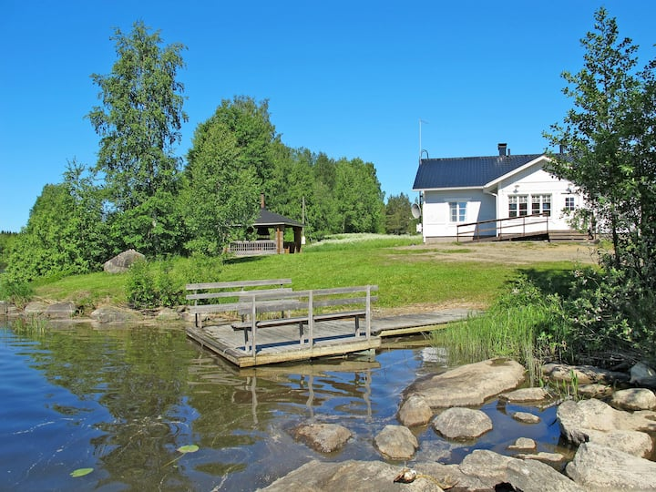 Lahti (FIJ018) for 8 persons.