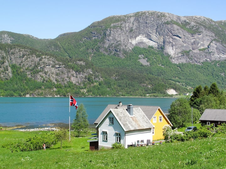 Ikjefjord (FJS219) for 6 persons.