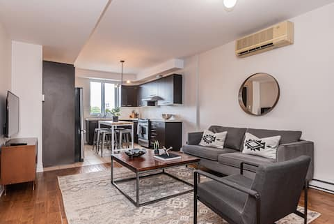 Freshly Styled 2 BR Apartment in the Market