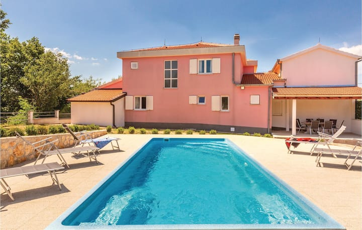 Awesome home in Studenci with WiFi, Outdoor swimming pool and 4 Bedrooms