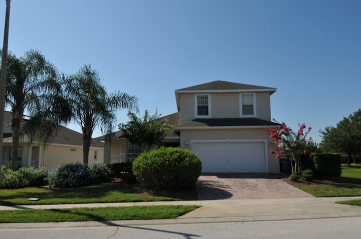 Perfect Large Gated Home w Pool Near Golf Course
