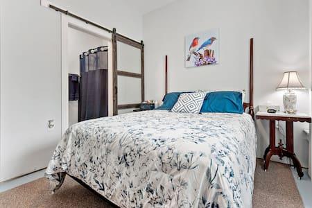 Bluebird Room 1