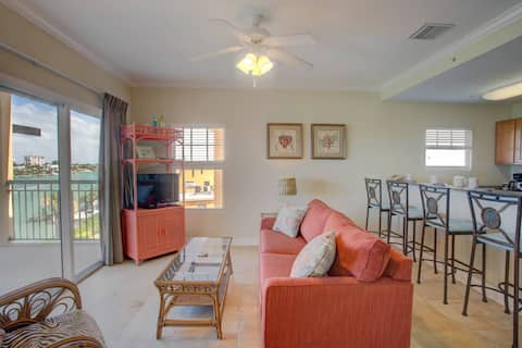 Watch Dolphins From The Balcony. Heated Pool. Fishing Dock. Great Location!