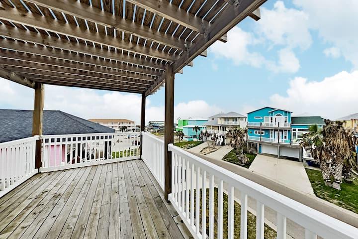 Coastal Haven: Observation Deck, Gulf Views & Pool