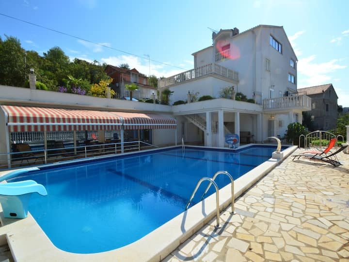 Holiday Apartment Ojdana for 4 persons