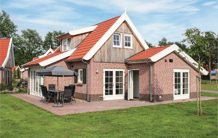 Nice home in Hoge Hexel with WiFi and 3 Bedrooms