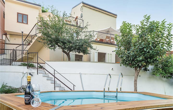 Amazing home in Torraca with WiFi, Outdoor swimming pool and 3 Bedrooms