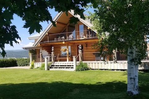 The Roost Lodge - Perched above the rest