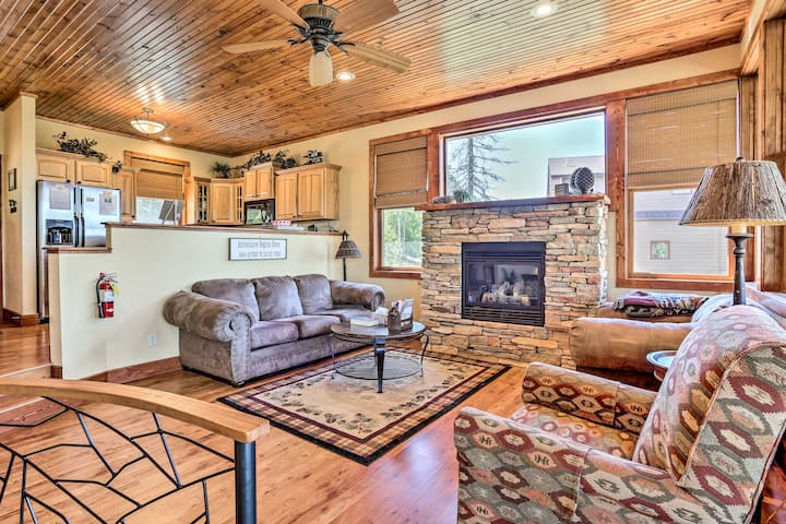 Cabin w/ Deck & Hot Tub, Half Mile to Terry Peak!
