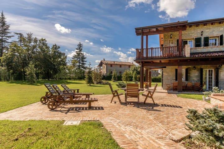 ALTIDO MAS AVILO Villa Bobbio
