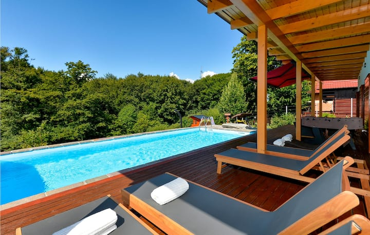 Amazing home in Rakov Potok with Outdoor swimming pool, Sauna and 3 Bedrooms