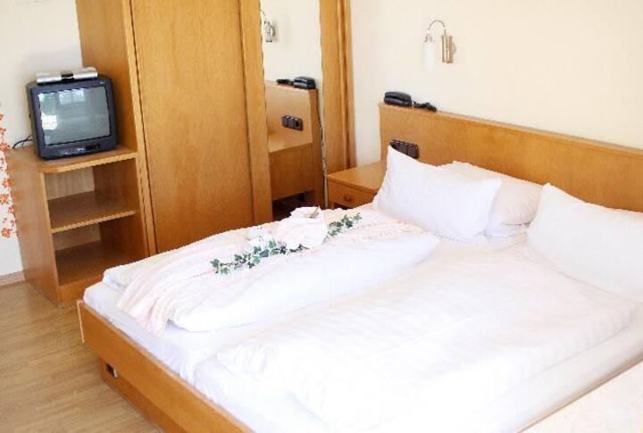 Haus Vierjahreszeiten (Bodenmais), Budget Doppelzimmer