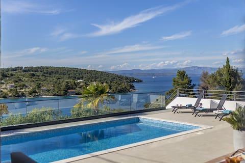 Villa CAPTAIN'S House na wyspie Šolta z podgrzewanym basenem, jacuzzi, niesamowite widoki na morze