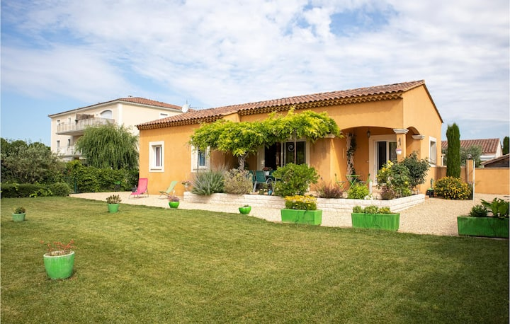 Beautiful home in L'Isle sur la Sorgue with 3 Bedrooms