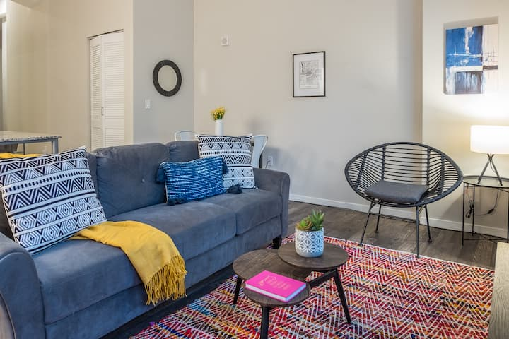 Stylish 1BR Apt in Central Business District