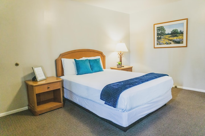 Private Hotel Room, 1 Queen on shores of Bear Lake (Rm 1)