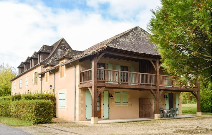 Beautiful home in Limeuil with Outdoor swimming pool and 1 Bedrooms