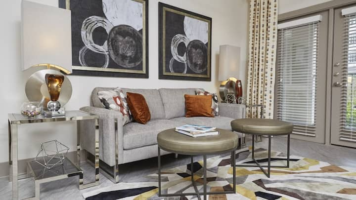 Charming condo on the Trinity River, sparkling clean