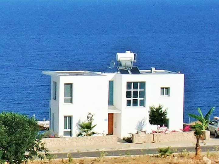 Detached Villa, Private Heated Pool, Outstanding Sea views, Sleeps 6, Free Wifi