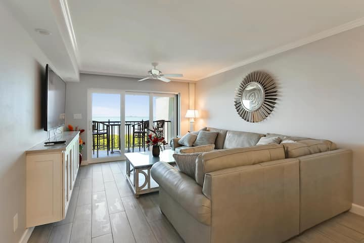 Land's End 403 building 10 BEAUTIFUL Unit / TOP Floor Gulf VIEWS!!