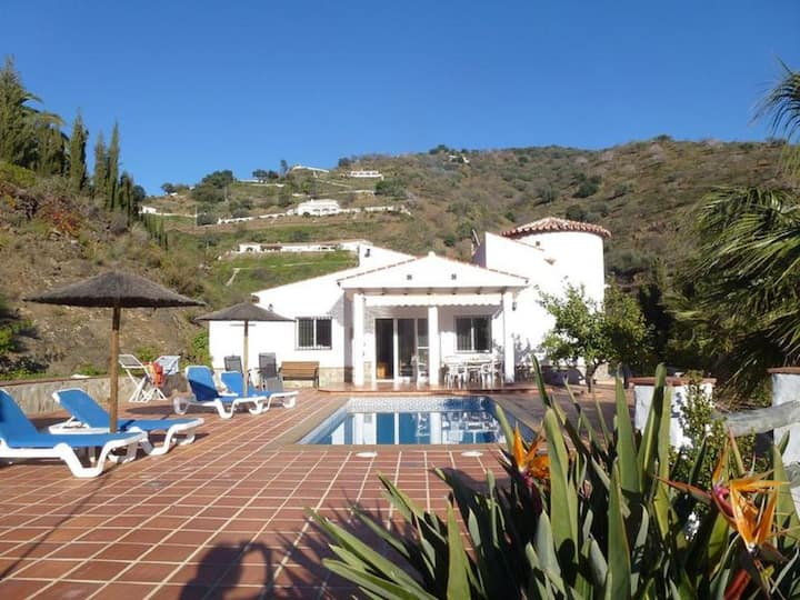Holidayhome with heated pool and seaview near Malaga