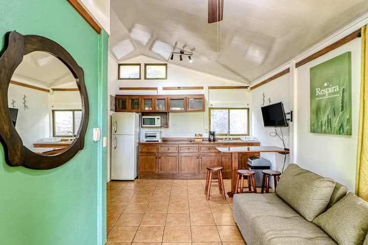 Lovely ground-floor cabin with a shared pool, surrounded by gardens!