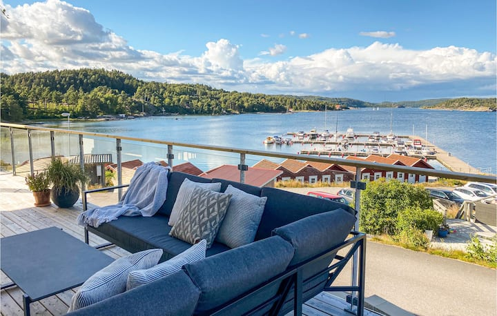 Stunning apartment in Svanesund with WiFi and 2 Bedrooms