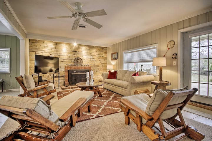 Waterfront Annapolis Home: Fire Pit & Fishing Pier