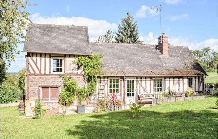 Beautiful home in Crouttes with WiFi and 2 Bedrooms