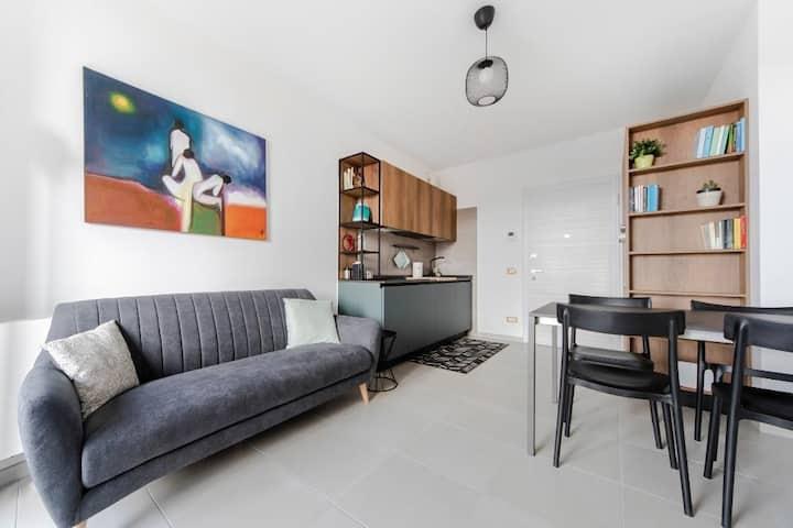 Cozy 2bdr flat with balcony, parking & pool 83356