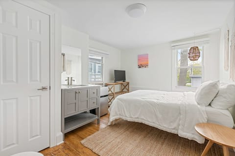 The Melrose- 2C, Private Bed & Bath