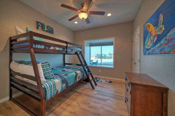 Bunk Room with Full/Twin.