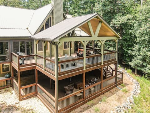 All Decked Out Mountain Retreat 4BR+Loft Sleeps 12
