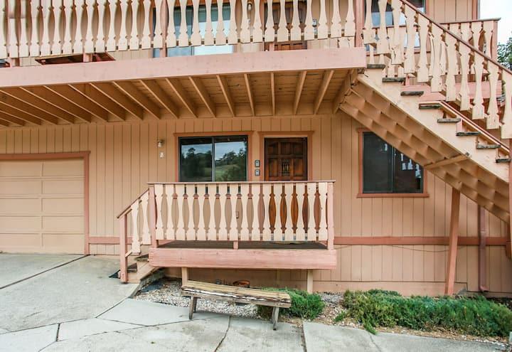 Buena Vista - FREE Ski/Board Rental! - 2BR/1BA/WiFi/Walk to Slopes/Exquisite Views