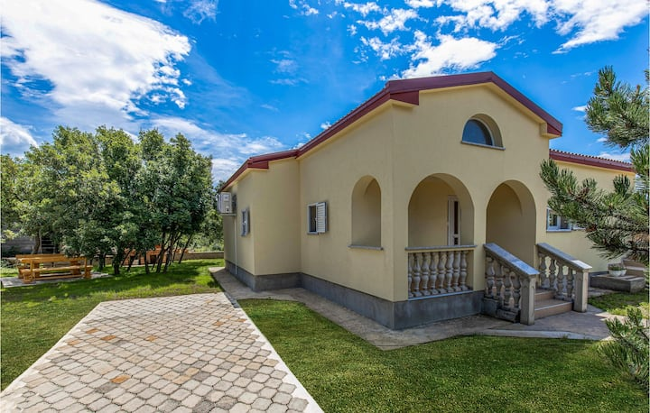 Stunning home in Smrika with WiFi and 3 Bedrooms