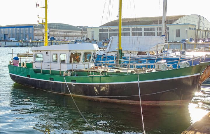 Amazing ship/boat in Wismar with WiFi and 2 Bedrooms