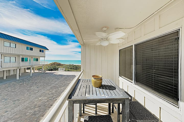 Gulfside Villas - NEW listing! Beautifully updated Townhome on the beach!