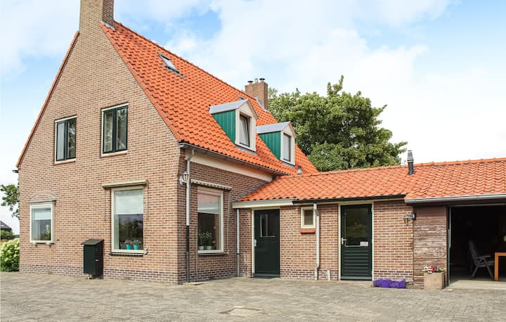 Stunning home in Slootdorp with WiFi and 2 Bedrooms