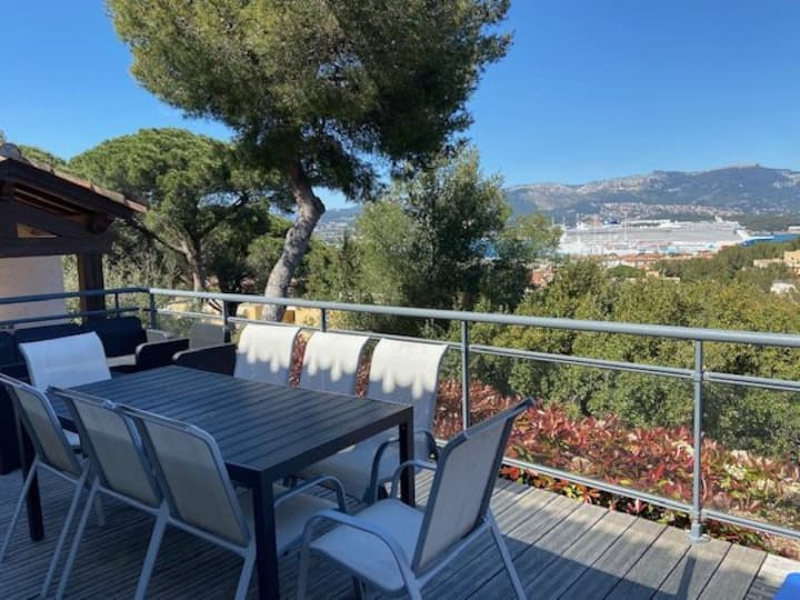 Terrace with astonishing sea view, 4 bedrooms, air conditioning, petanque ground,